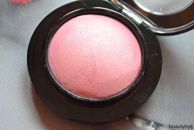 mac blush just a wisp3