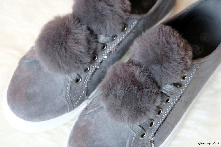 grijze sneakers2