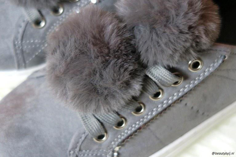grijze sneakers3