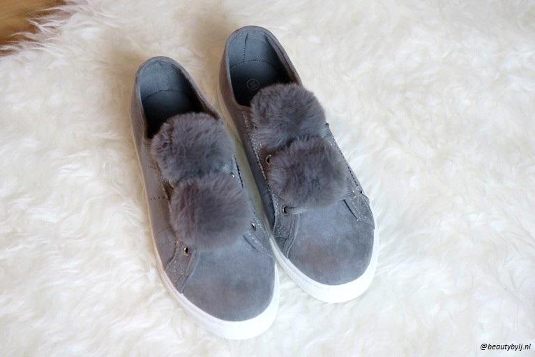 grijze sneakers4